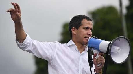 A marcha de oposição convocada por Juan Guaidó culiminou em frente à Embaixada da Bolívia em Caracas