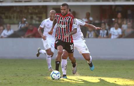 Daniel Alves teve boa atuação e marcou o gol do São Paulo na Vila - FOTO: Rubens Chiri / saopaulofc.net