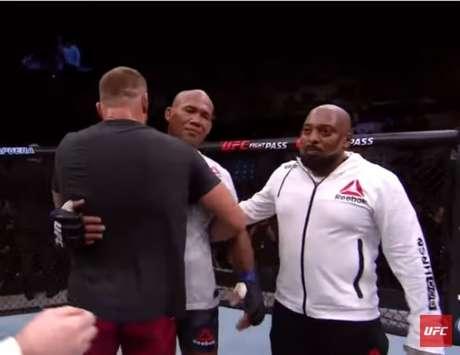Jan Blachowicz superou Jacaré por decisão dividida na luta principal (Foto: Reprodução YouTube)