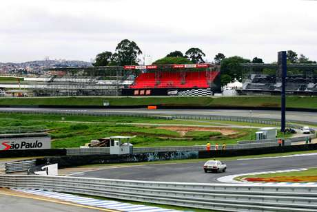 Curva do S do Sena, em foto tirada em treino livre para o GP do Brasil de 2006