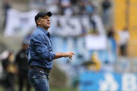 Renato Gaúcho comemora boa fase: com 100% de aproveitamento, o Grêmio lidera o Grupo B, com 12 pontos