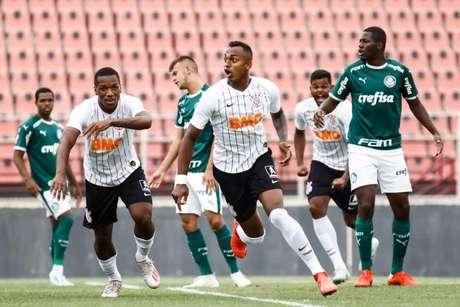Zagueiro Raul, do Corinthians, acertou um soco no goleiro do Flamengo após a desclassificação do Timão do Brasileiro Sub-20 (Rodrigo Gazzanel/Agência Corinthians)