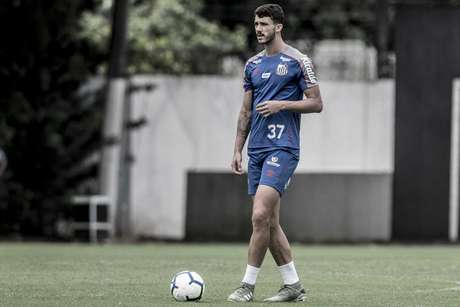 Gustavo Henrique não participou do treino desta segunda-feira (Foto: Ivan Storti/Santos)