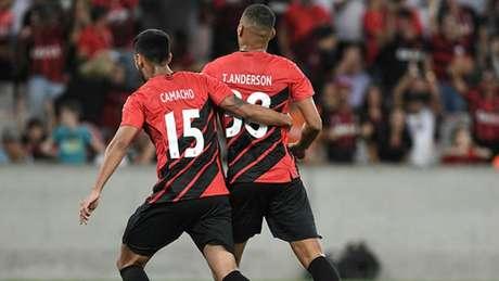 Furacão fez 1 a 0 no Fogão, que poderá ser superado pela Raposa. Se vencer o Avaí, o time azul poderá ganhar três posições na classificação-(Divulgação/Athletico-PR)