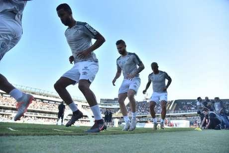 Jorge e Sasha aquecem lado a lado antes de duelo do Santos (Ivan Storti/Santos)