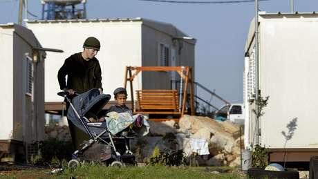Moradores de um dos 'outposts'; como são chamados os assentamentos não autorizados na Cisjordânia