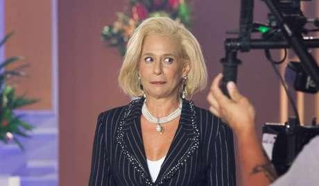Andréa Beltrão como Hebe Camargo em cena da série 'Hebe'.