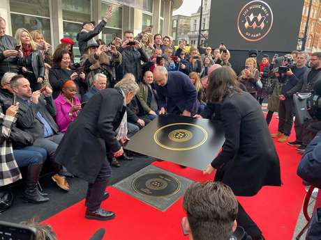 Pete Townshend e Roger Daltrey, da banda The Who, são homenageados em nova Calçada da Fama da Música em Londres 19/11/2019 REUTERS/Marissa Davison