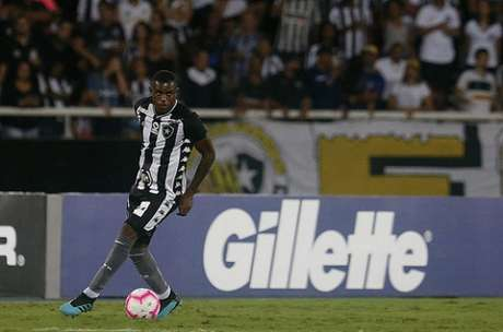Marcelo será o titular na zaga do Botafogo ao lado de Gabriel (Foto: Vítor Silva/Botafogo)