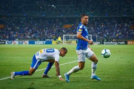 Thiago Neves ficou devendo mais uma vez e deixou o campo vaiado pela torcida azul- (Foto: Vinnicius Silva/Cruzeiro)
