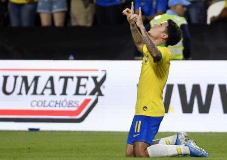 Philippe Coutinho celebra segundo gol do Brasil nesta terça-feira (Foto: GIUSEPPE CACACE / AFP)