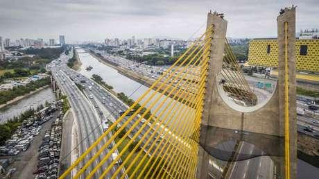 Mineirinho arriscou manobras em ponte na Marginal Tietê (Foto:Fabio Piva/Red Bull Content Pool)
