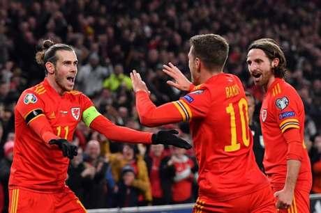 Ramsey marcou duas vezes e classificou Gales para a Euro (Foto: AFP)