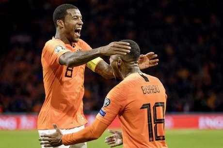 Wijnaldum marcou três vezes e foi novamente o destaque da partida (Foto: AFP)