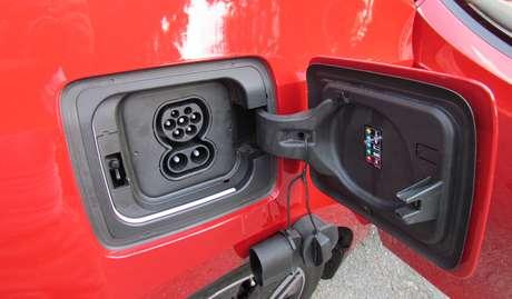 O BMW i3 pode ser conectado em qualquer tomada com fio terra.