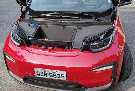 O i3 trabalha com um motor elétrico de 170 cv de potência.
