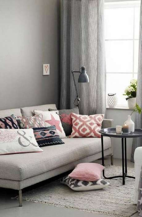 28. Decoração clean para sala cinza com sofá pequeno sem braço – Foto: Wood Save