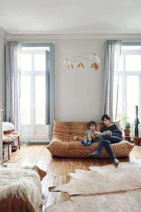 29. Modelo simples de sofá pequeno sem braço – Foto: Apartment Therapy