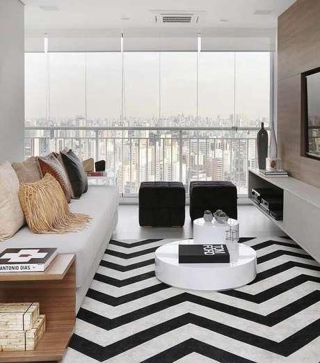 31. O sofá sem braço é ótimo para otimizar espaço em uma sala pequena – Foto: Reedecore