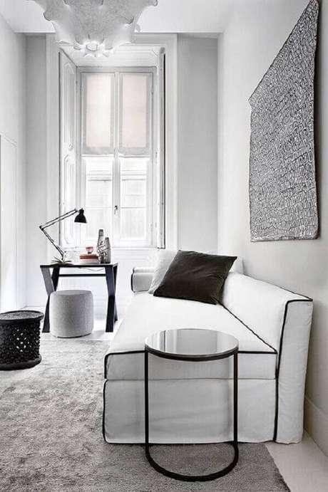 34. Decoração clean para sala branca e preta com sofá sem braço – Foto: Design Indulgences