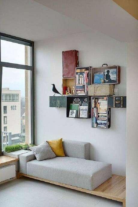 46. Modelo diferente de sofá sem braço com base de madeira – Foto: Decoist