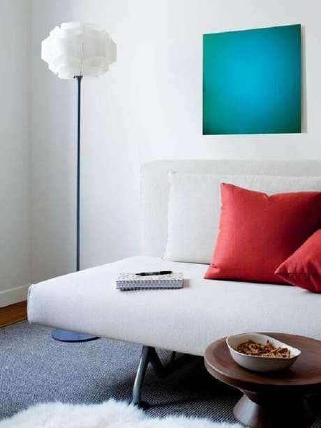 2. O sofá sem braço é uma excelente alternativa para salas pequenas – Foto: Apartment Therapy