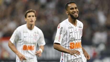 Everaldo está próximo de retornar de lesão (Marco Galvão/Fotoarena/Lancepress!)