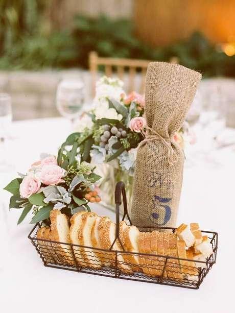 5. Modelos de cesta de pães para mesa de café da manhã simples – Foto: Style me Pretty