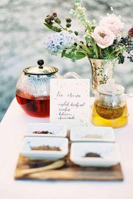 9.. Escolha mais de um tipo de chá para sua mesa de café da manhã chique – Foto: Pinosy