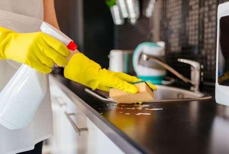 Veja dicas de como evitar fungos e bactérias na cozinha