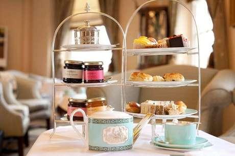 18. Detalhes delicados para mesa de café da manhã – Foto: Great Cake Places