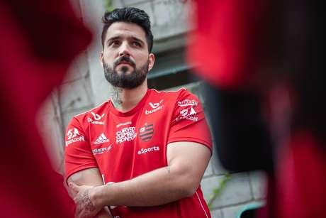 """""""Eu realmente lutei nesses últimos dois anos pra retribuir toda alegria e amor que vocês me deram"""", conta o jogador do Flamengo."""
