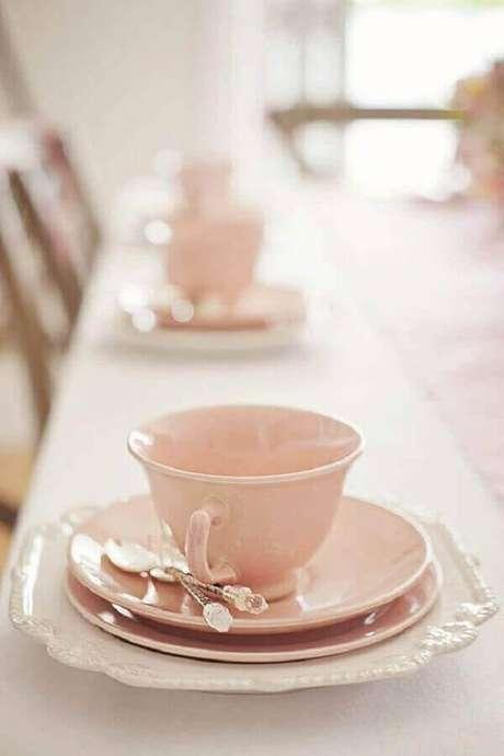 3. Use suas melhores louças para uma linda mesa de café da manhã decorada – Foto: Pinosy
