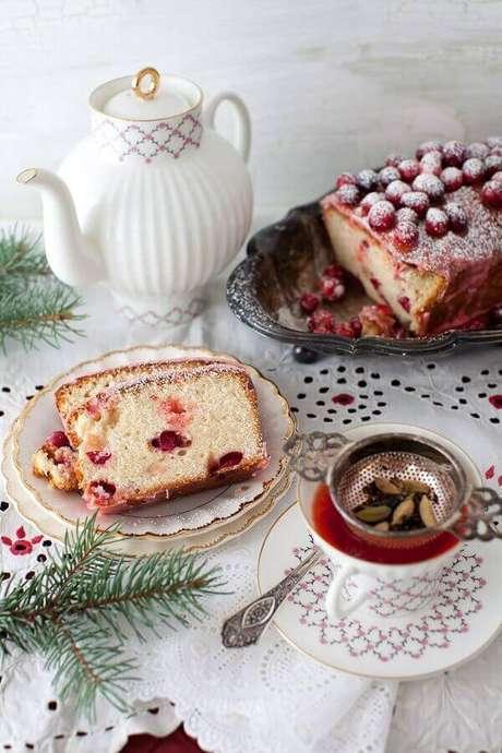 4. Os bolos caseiros são uma das delicias da mesa de café da manhã – Foto: Tulle e Cannella