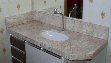5. A pia de granito também é muito usada em banheiros. Foto: Pinterest