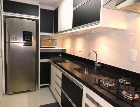 36. Cozinhas compactas também podem ter uma pia de granito. Projeto de Frente e Verso Arquitetura