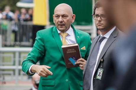O empresário Luciano Hang, proprietário da Havan, chega no Hotel Royal Tulip, em Brasília, para participar da convenção do Aliança Pelo Brasil