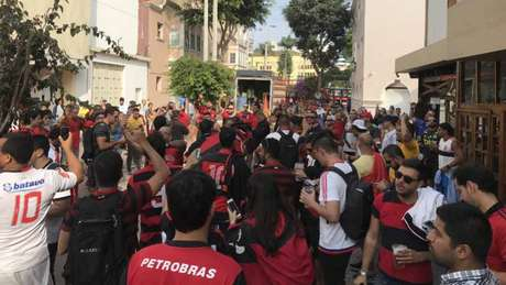 Torcedores do Flamengo em Lima vivem expectativa da decisão (Foto: Matheus Dantas/Lancepress!)