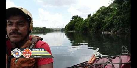 Bombeiros fazem busca por vítima de afogamento na quinta-feira, no Rio Tietê