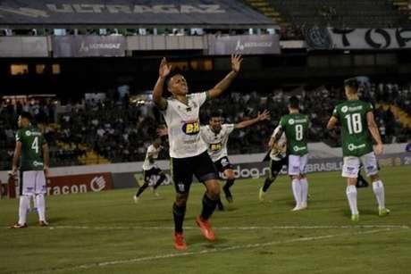 Vitão marcou seu primeiro gol pelo Coelho, que deixou o time dependendo só de suas forças para voltar à Série A em 2020- (Mourão Panda/América-MG)