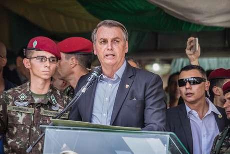 O presidente da República, Jair Bolsonaro, participa da celebração do 74º aniversário de criação da Brigada de Infantaria Paraquedista