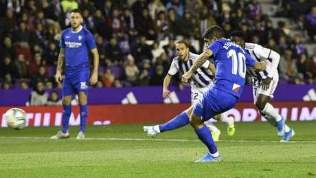 Banega marcou de pênalti o gol da vitória do Sevilla diante do Valladolid (Foto: Reprodução/Sevilla)