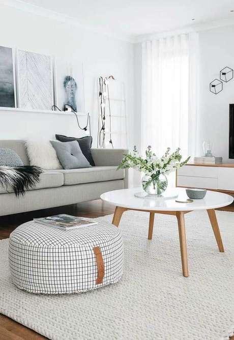 61. Faça o tamanho do seu tapete de crochê quadrado para sala de estar adequado com o ambiente – Por: Decor Fácil