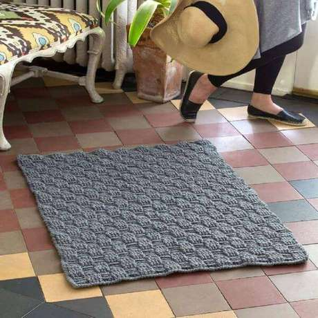 69. Aprenda como fazer tapete de crochê quadrado cinza – Por: Revista VD