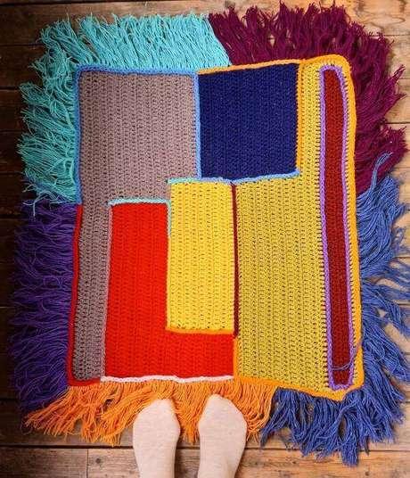 70. Tapete de crochê quadrado colorido – Por: Pinterest