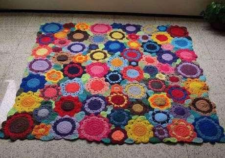 72. Tapete de crochê quadrado colorido com flor – Por: Pinterest