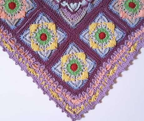 9. Tapete de crochê quadrado colorido – Por: Crochê Lalo