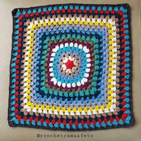 10. Tapete de crochê quadrado colorido passo a passo – Por: Roseli Biadolla