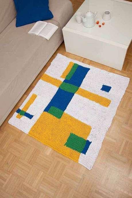 11. O tapete de crochê quadrado para sala com detalhes geométricos fica lindo – Por: Pinterest
