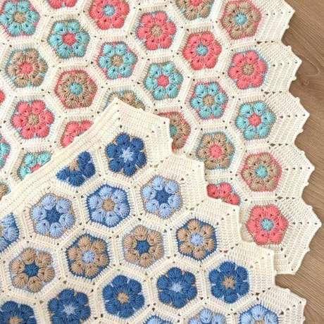 19. As flores coloridas são lindas para o tapete de crochê quadrado – Por: Crochê Is My Life